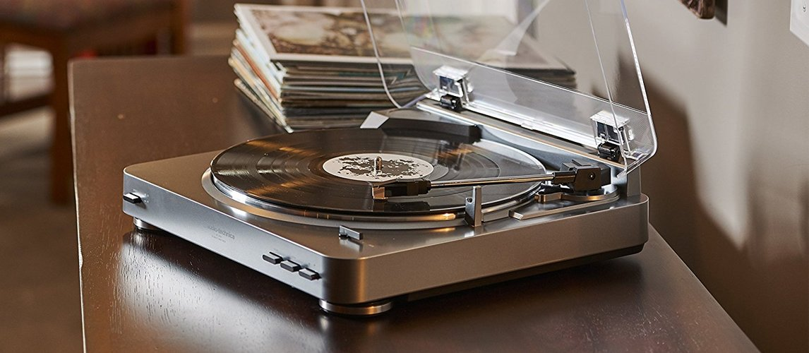 12 best portable turntables in 2019 buying guide gear hungry. Black Bedroom Furniture Sets. Home Design Ideas