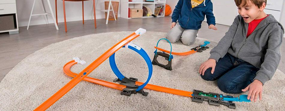 kids using hot wheels track