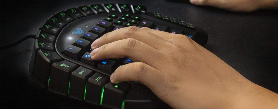 guy using mechanical keyboard