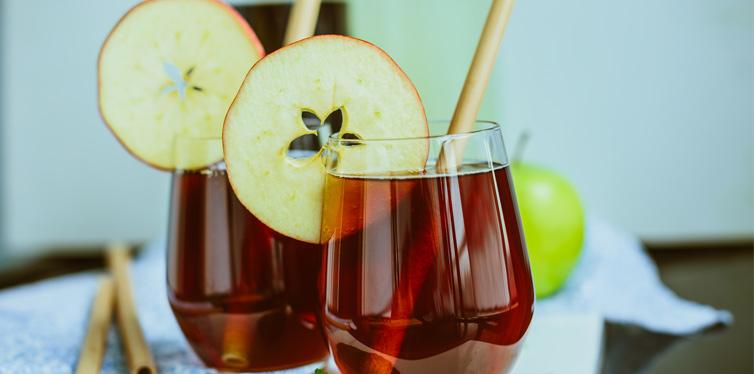 kambucha tea with apple