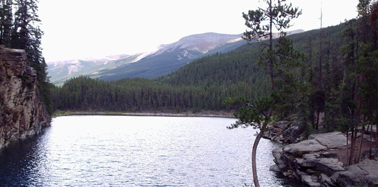 horseshoe lake in alberta, canada