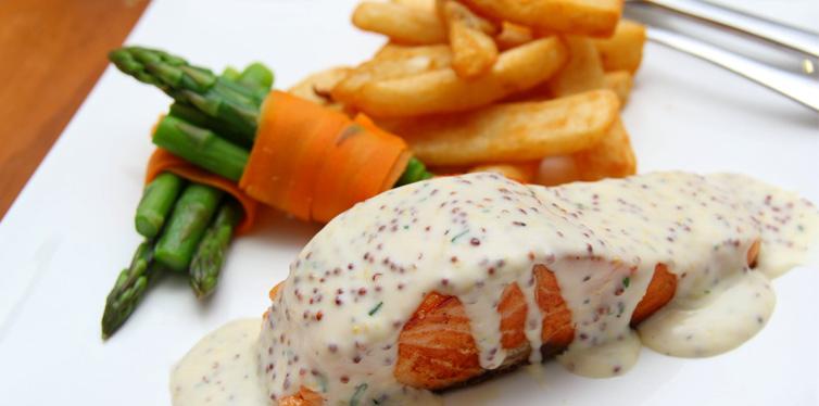 salmon with tomato