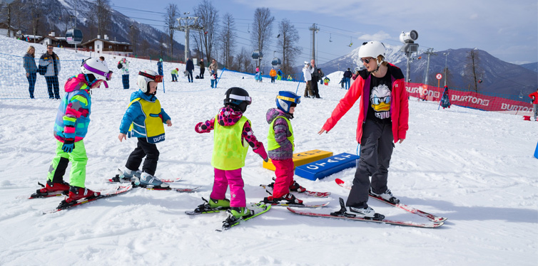 kids in ski resort