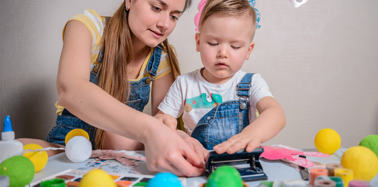 mother teaches kid to craft