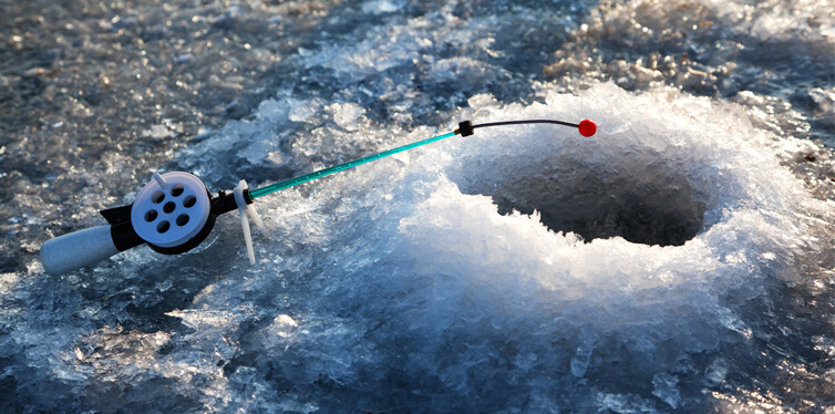 wwinter fishing on ice