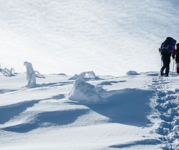 10 essential tips for winter walking