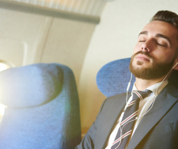 10 great tips to get some sleep on a flight