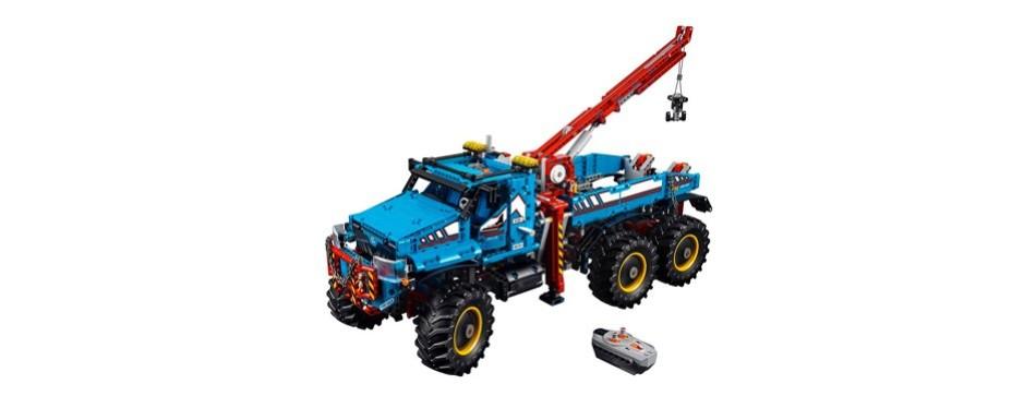 6x6 all-terrain tow truck