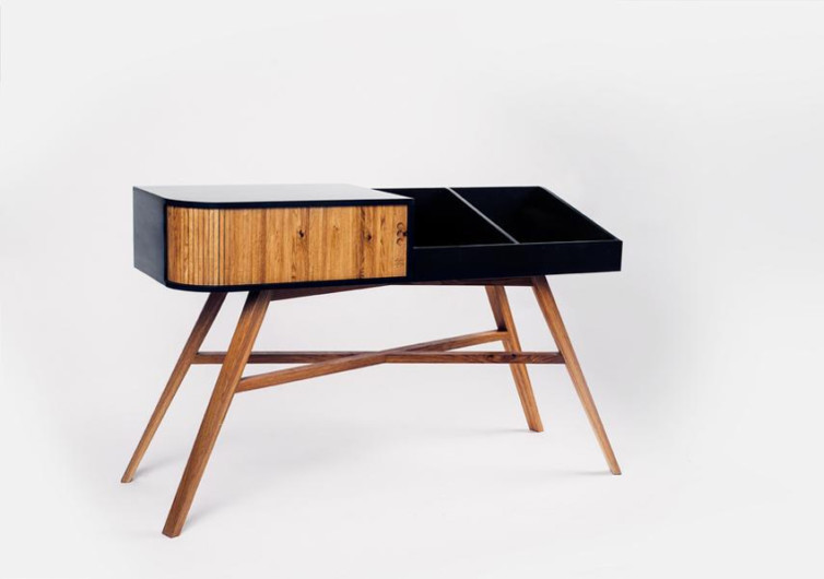 HRDL The Vinyl Table