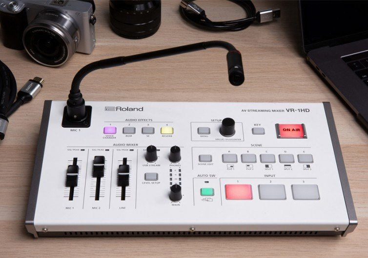 Roland Pro A/V VR-1HD Streaming Mixer