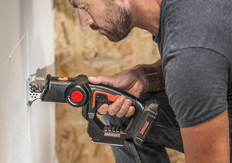 WORX Pivoting Head Saw