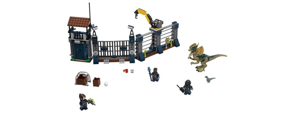 dilophosaurus outpost attack lego jurassic world set
