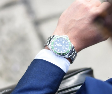 how to match your watch with an outfit
